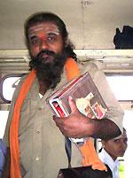 Кондуктор автобуса Гулбарга-Гангапур